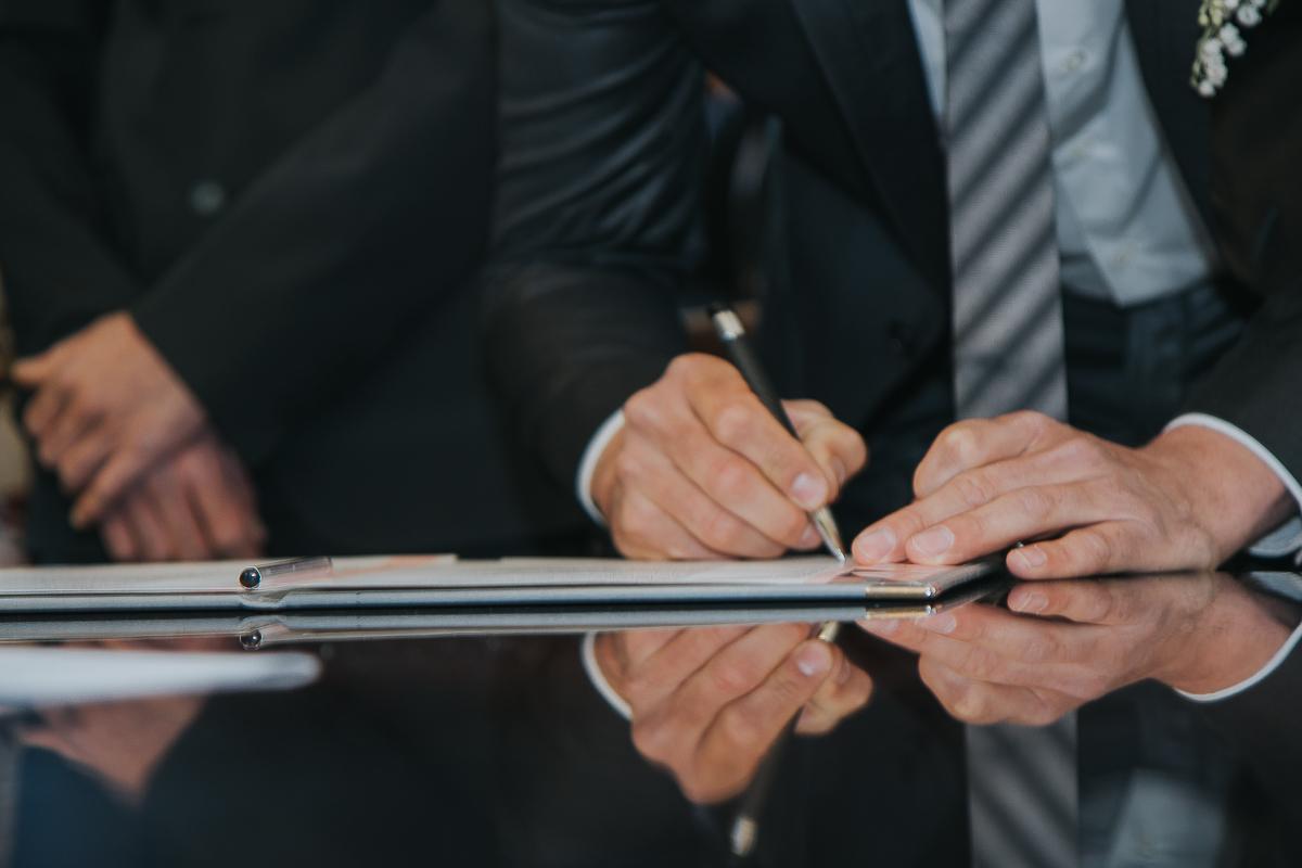 Signature des actes de mariage à la mairie de Longjumeau