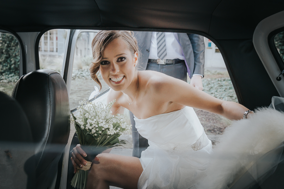 mariée rentrant dans la voiture mairie de longjumeau