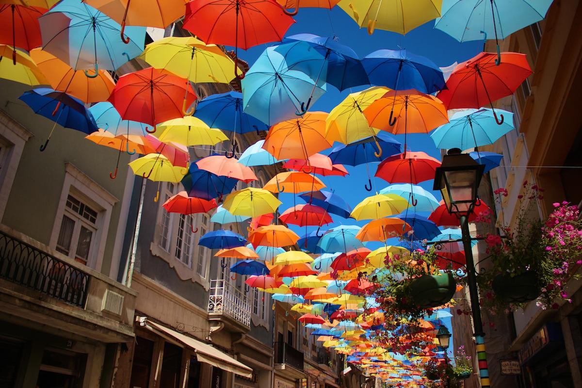 parapluies chapeus agueda aveiro portugal frederico santos umbrella sky project
