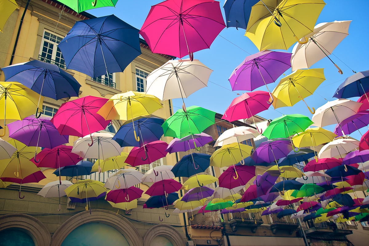 Agueda Portugal Aveiro photo parapluies umbrella couleurs cores colors