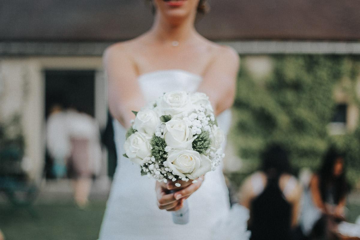 mariée et son bouquet mariage antony