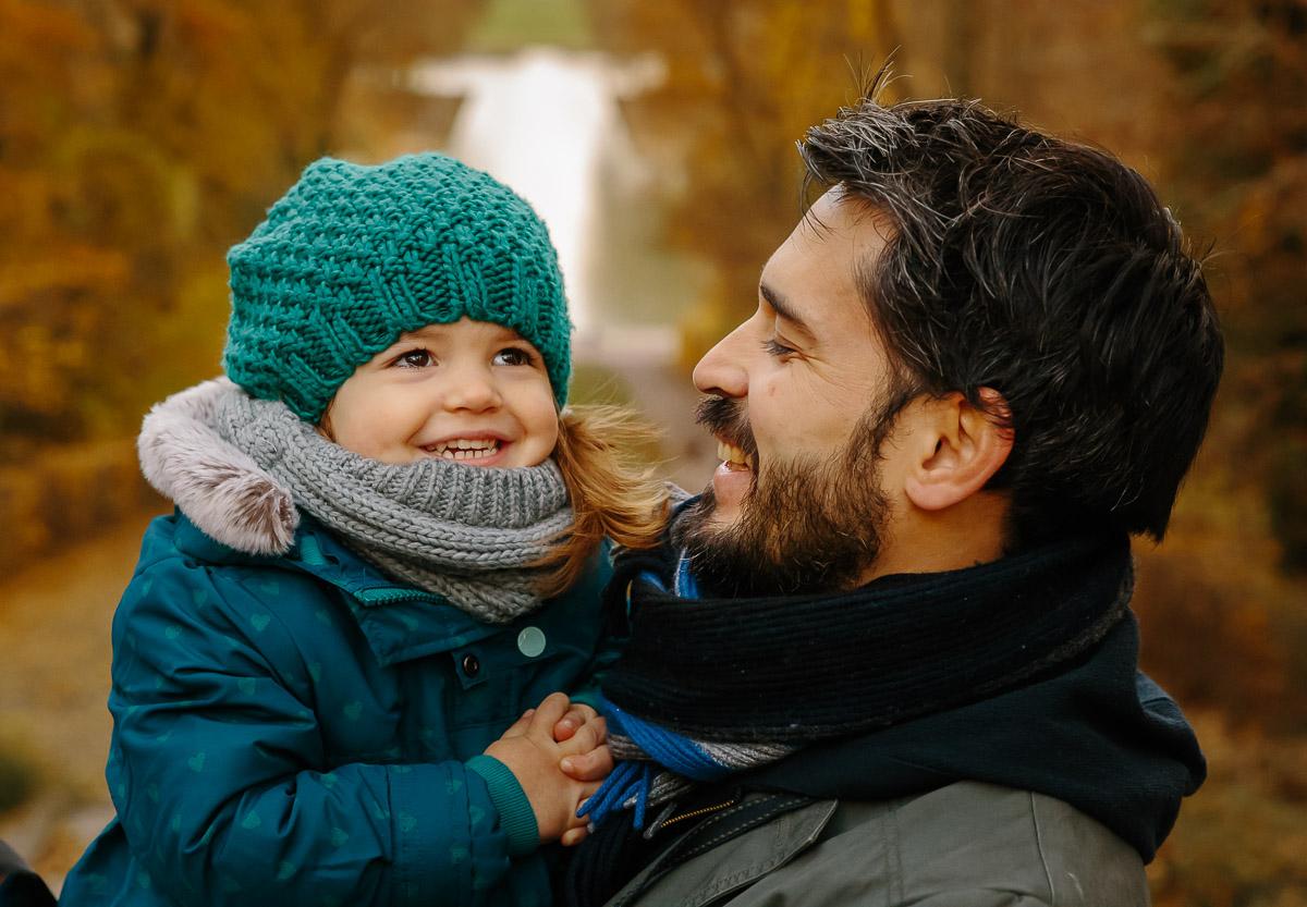 seance photo famille automne photographe enfant parc de sceaux antony haut de seine papa fille